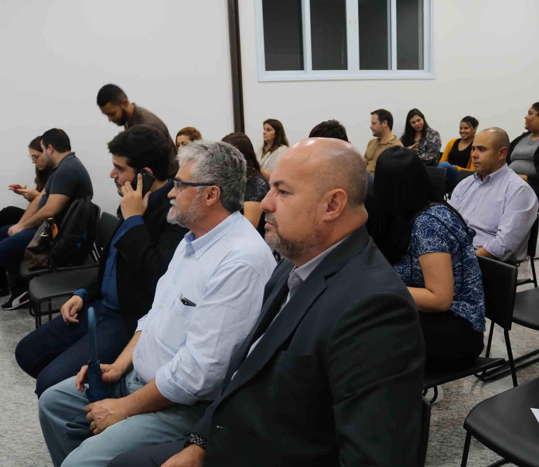 Público da palestra, na sede do IPLD.